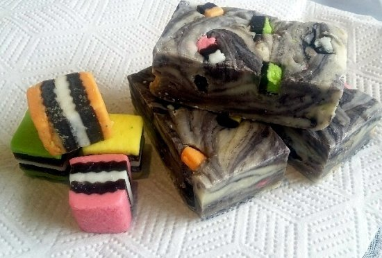 Hanmer Springs, Nueva Zelanda: Handcrafted artisan Licorice Allsorts fudge from The Decadent Fudge Co