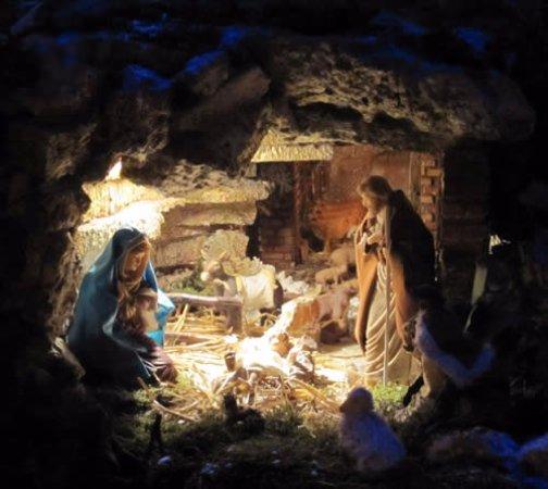 Merate, Włochy: il presepe all'interno del mausoleo