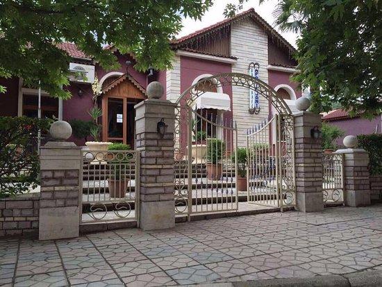 Permet, Albanie : Outside view of the restorant