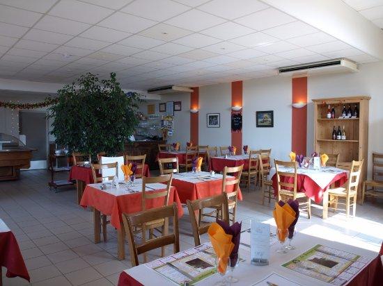 Serignan-du-Comtat, France: La salle du restaurant