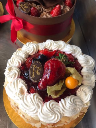 Caffe Concerto : Cakes for any occasion always available.