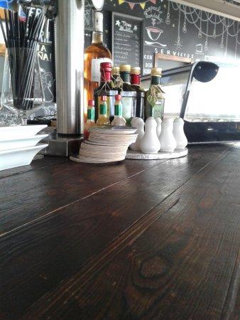 Temara, Μαρόκο: un angle du pub à tapas des Trois palmiers