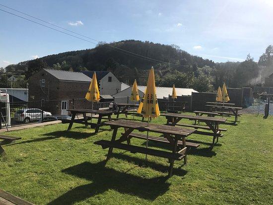 Longhope, UK: Lovely beer garden!