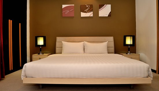 Likas Square Apartment Hotel: 3-bedroom Premier Apartment Suite (Masterbedroom)