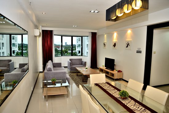 Likas Square Apartment Hotel: 3-bedroom Premier Apartment Suite (Living Room)