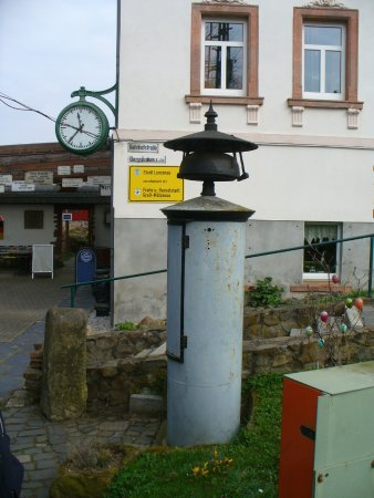 Lunzenau, Germany: Altes Läutewerk, kündigte einmal Zugfahrten an