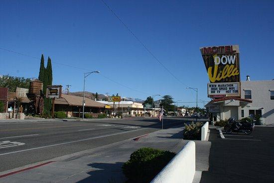 Dow Villa Motel: Outside the hotel