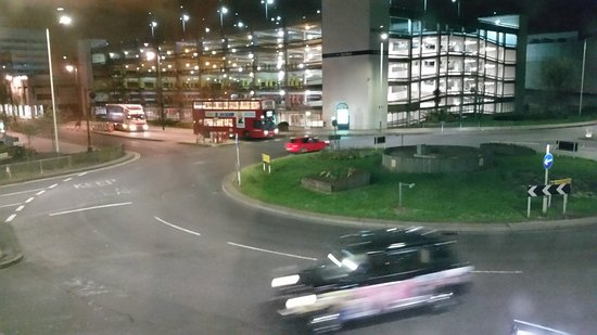 Premier Inn London Romford Central Hotel: Room view from 117 at night