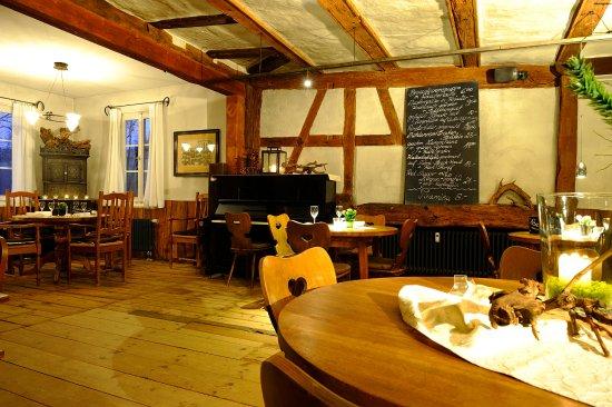 Kachelofen Stuttgart speisetafel klavier und kachelofen bild gaststätte untere