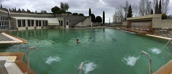 https://media-cdn.tripadvisor.com/media/photo-s/0e/e5/3a/2a/piscina-aperta-anche.jpg