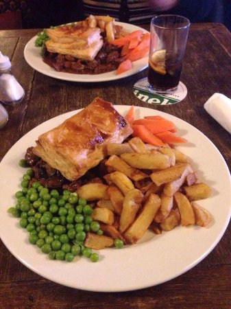 The Lion Inn: Steak and mushroom pie