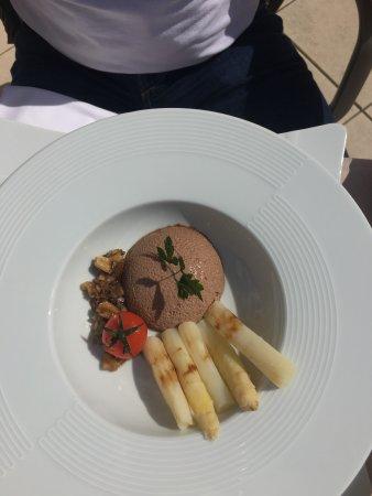 Neauphle-le-Chateau, Francia: Restaurant sublime et excellent le meilleur !!!!!! Et l endroit est une vraie détente