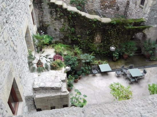 Parador de Hondarribia: patio murs épais