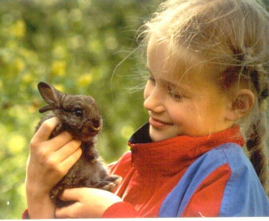 Stokke, Norwegia: Hver familie får ansvar for eget kaninbur på bondegårdsferie for familier om sommeren