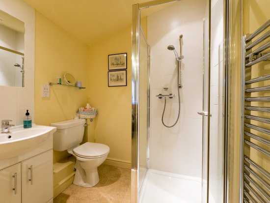 Lugwardine, UK: Blue Room ensuite shower room