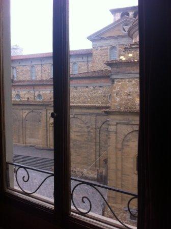 هوتل كورت دي ميديشي: Vista sulla piazza dalla sala colazioni