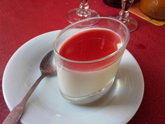 Gradignan, Francia: Panna Cotta et coulis de fruits rouges