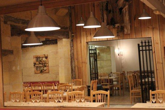 Petit-Palais-Et-Cornemps, France: restaurant