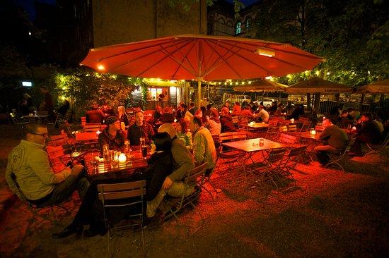 Der romantische Biergarten in Dresden