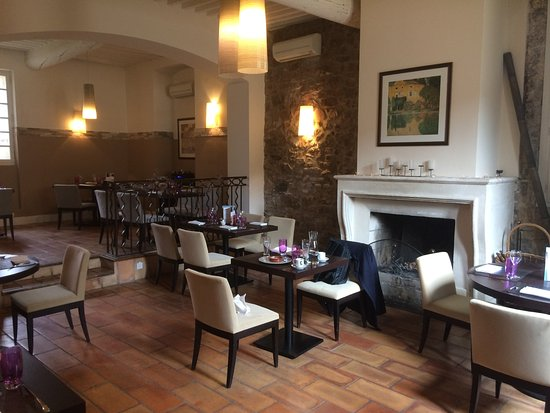 Chateauneuf-le-Rouge, France : salle restaurant