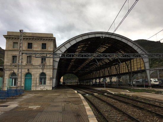 Portbou, Spain: Entrando desde Francia