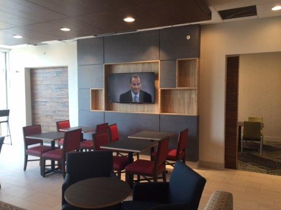 Russellville, AR: Breakfast Area