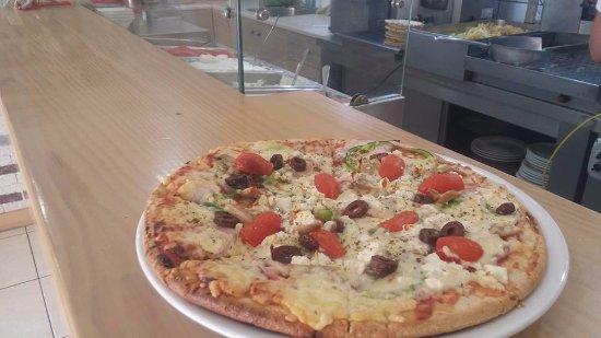 mpoukia & Geuseis: πιτσα!!