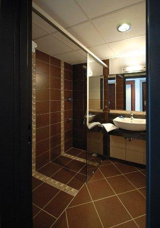 Sofabed Hotel: Bathroom // Oh La Luna