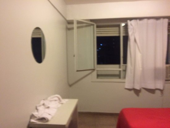 Hostel Suites Florida: Quarto duplo! Cama ruim e limpeza péssima