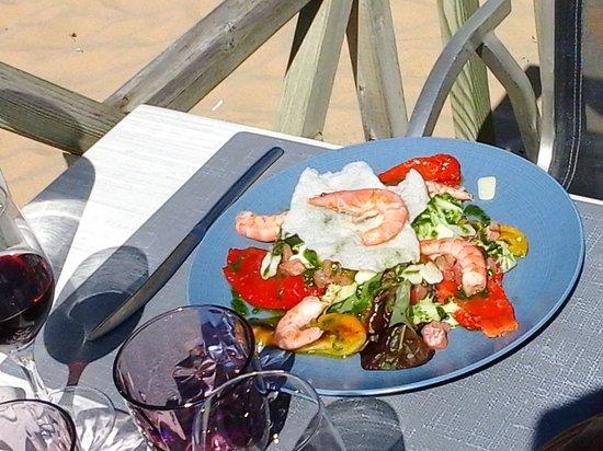 Le Grain de Sable : salade de crevettes - saumon - poivrons ....