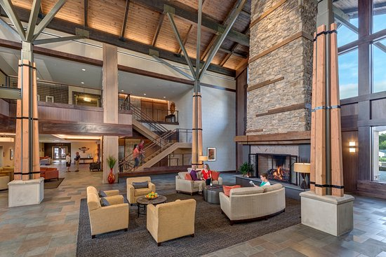 Carroll Valley, PA: Enjoy the stunning lobby in the Highland Lodge