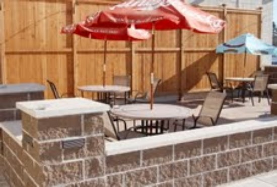 Belknap Liquor & Lounge: We like sitting outdoors when weather permits!