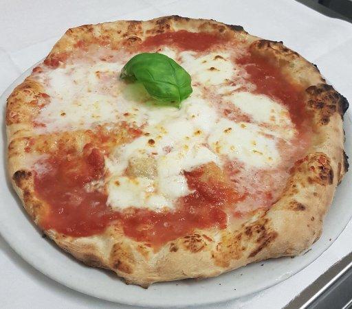 Ristorante Pizzeria Vesuvio : Pizza alla Bufala!!...... buon appetito!