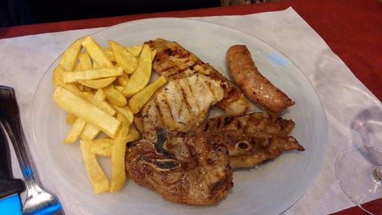 Riudaura, Spanyol: Parillada de carne