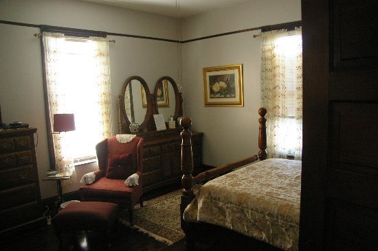 Paris, TN: The Magnolia Room at Home Sweet Home...