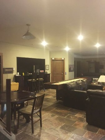 Grand Forks, Kanada: Recreation Room and Kitchen