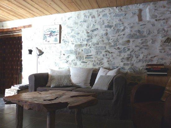 Jausiers, Francia: salon salle à manger du gîte de la bergerie