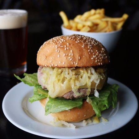 8 Bits Beers & Burgers