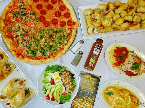 Trumbull, CT: Pizza, garlic knots, calzones, salads, and delicious Entrees