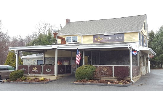Trumbull, CT: Crown Pizza exterior view