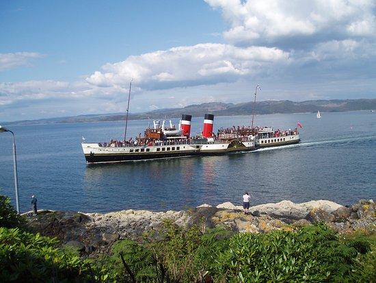 Dunivaig B&B: Paddle Steamer The Waverley visits Tarbert in Summer