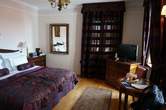 جولدن وول (يو زليت ستودن): Our room!