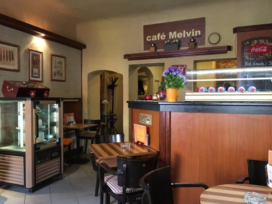 Cafe Melvin: Inside view, quirky!