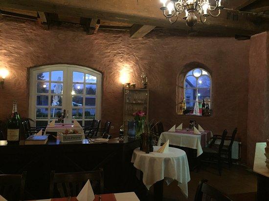 Wittmund, Almanya: Sehr gute Pizzen, Boden knusprig, Belag saftig und frisch. Pizzen zwischen 7 und 8 Euro und defi