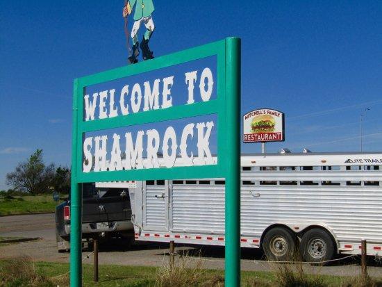 Shamrock, TX: Signs