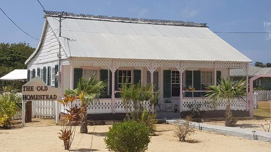 George Town, Grand Cayman: The old style of Grand Cayman homes