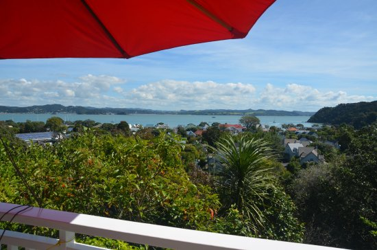 Bellrock Lodge: View from our balcony overlooking Russell and the Bay