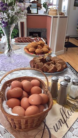 Lincolnville, ME: Breakfast Table
