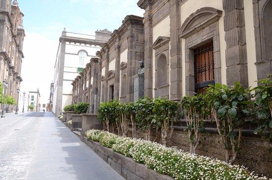 Monumento a Lujan Perez