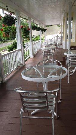 Lincolnville, ME: Breakfast Porch